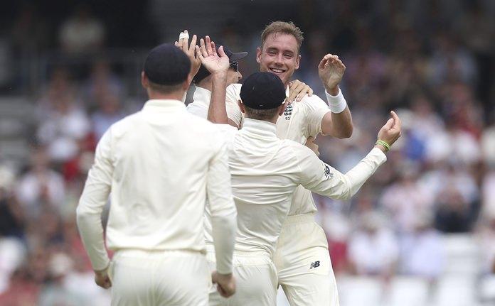 England dominates Pakistan, Broad hits out at Vaughan