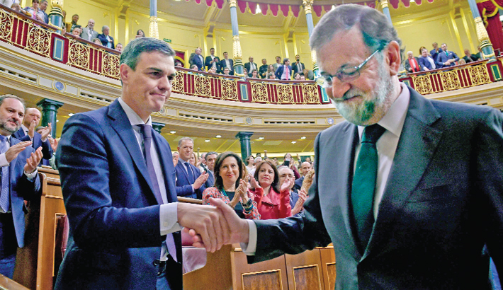 Spanish govt collapses after no-confidence vote