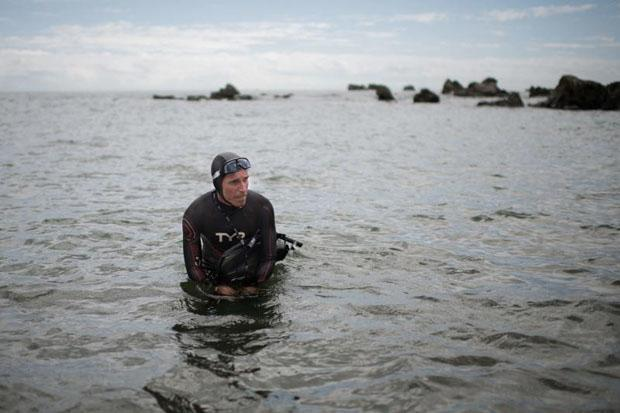 Swimmer Ben Lecomte begins record Pacific crossing attempt