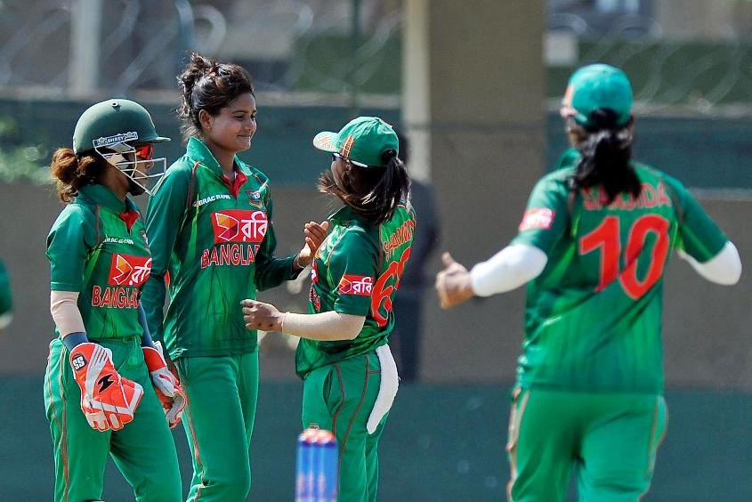 Bangladesh restrict India to 112/9
