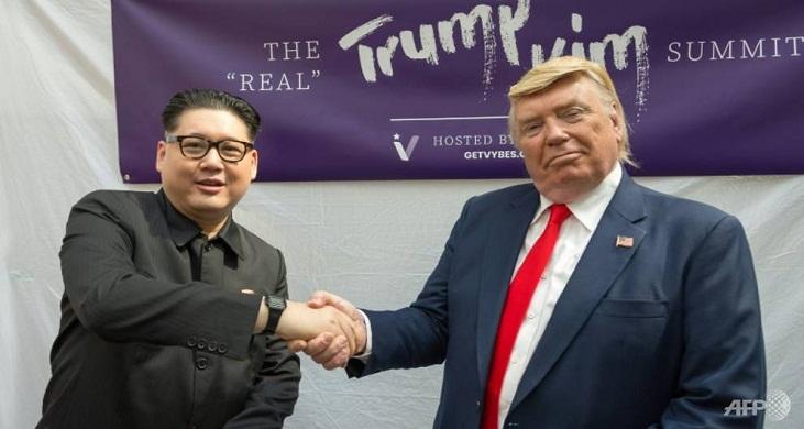 Trump and Kim lookalikes hold 'summit' in Singapore