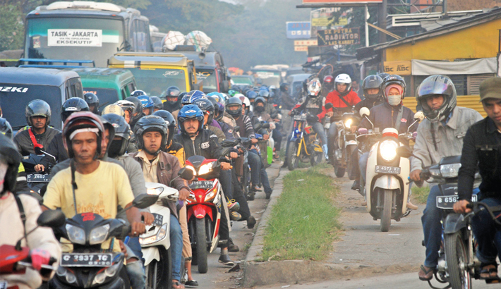Indonesians pack the highway