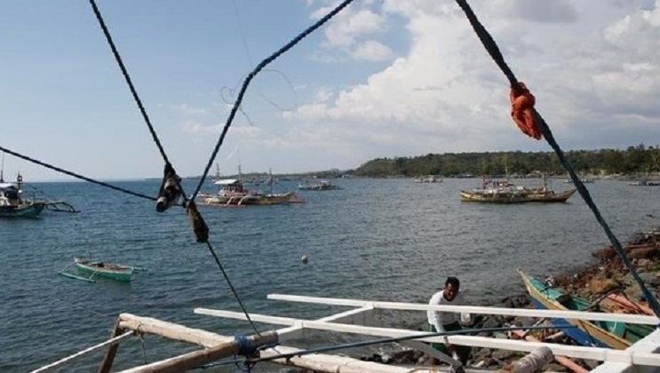 Philippines demands China stop taking fishermen's catch