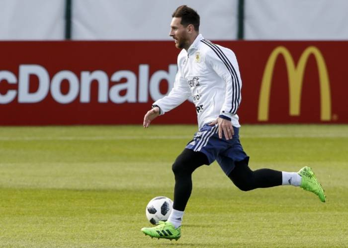 Messi the star attraction as Banega trains apart