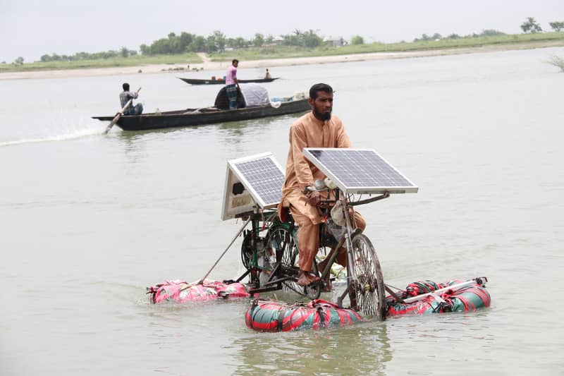 Faridpur man builds bicycle that can run on water