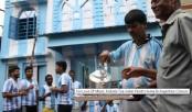 Messi-lover Kolkata tea-seller paints home in Argentina colours