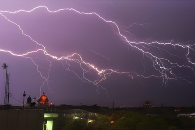 Lightning kills 10 in India's West Bengal