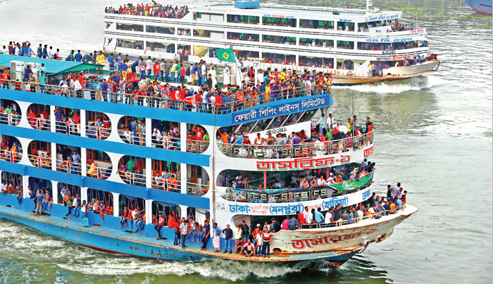 Eid holidaymakers from Sadarghat launch terminal