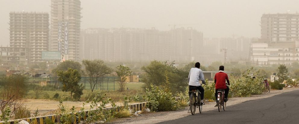 New Delhi orders construction halt as pollution levels soar