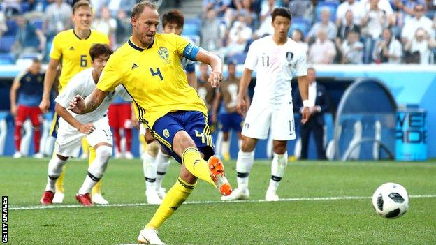 Granqvist penalty earns Sweden win