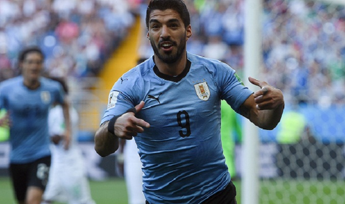 Suarez sends Uruguay into last 16