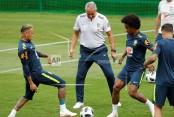 Neymar leaves Brazil training session limping