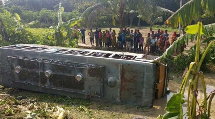 Five killed in Khulna bus plunge