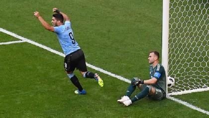 Suarez inspires Uruguay's 3-0 win over 10-man Russia