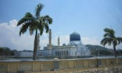 Malaysia mosque bans tourists after provocative dance