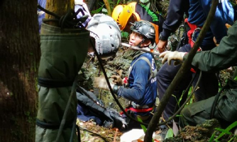 Thai cave rescue: Drones, dogs, drilling and desperation