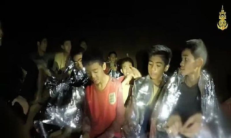 Cave rescue: Divers ready to save remaining five Thais