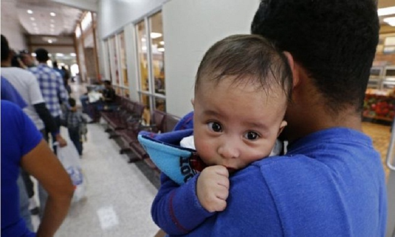 Deadline to reunite US migrants extended as babies face court