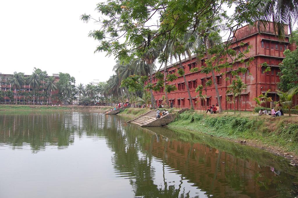 Dhaka University denies banning outsiders