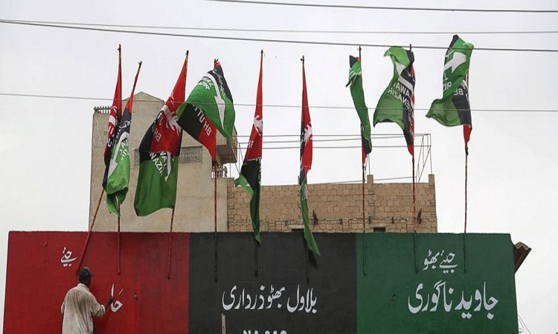Suicide bomber kills 12 in attack on Pakistan election rally