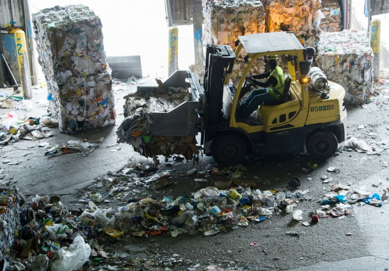 Trash piles up in US as Beijing closes door to recycling