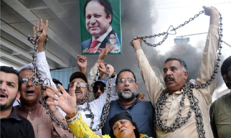 Ex-Pakistan PM Nawaz Sharif returns to face 'jail cell'