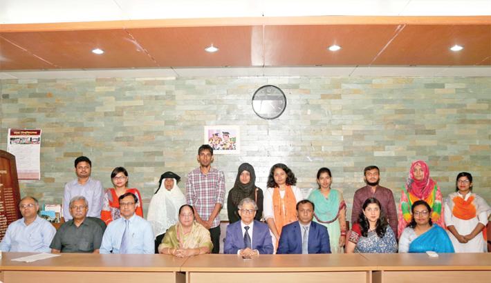 Eight DU students get scholarship