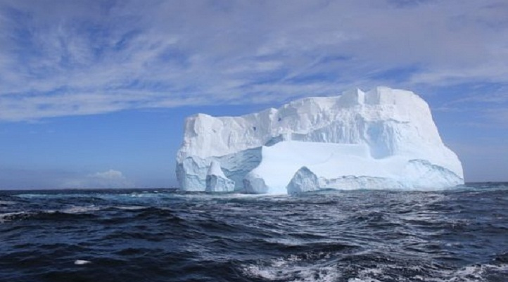 Huge iceberg threatens Greenland village