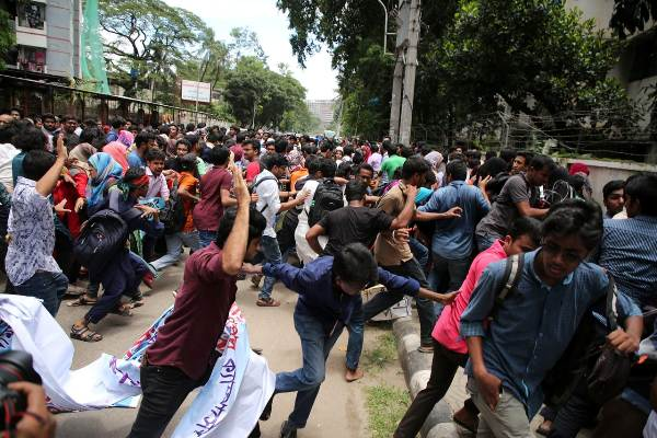 Quota demo: Dhaka University teachers, students assaulted again by 'BCL men'