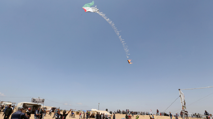 Israel hits Hamas posts in response to arson kites