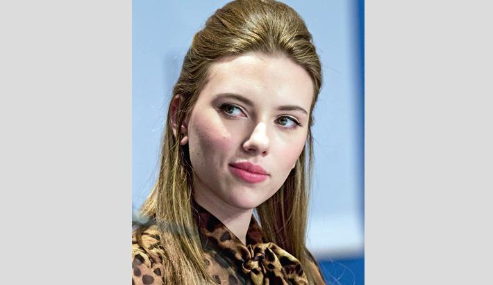 Hollywood's transgenders laud Scarlett Johansson