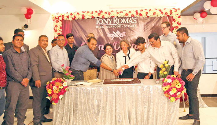 Tony Roma's opens outlet  at Gulshan