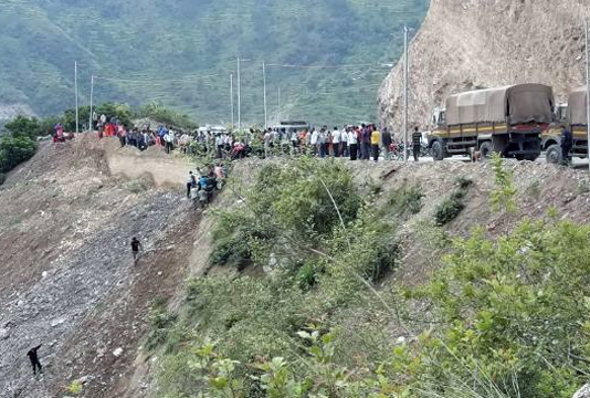 13 killed after bus falls into gorge in India