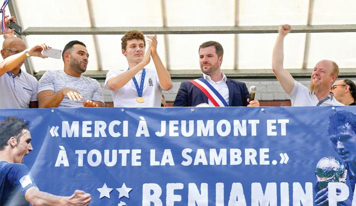 Benjamin Pavard flanked by Jeumont's mayor Benjamin Saint-Huile