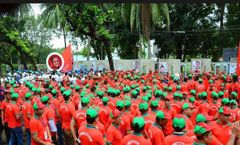Awami League leaders, activists throng PM's reception venue