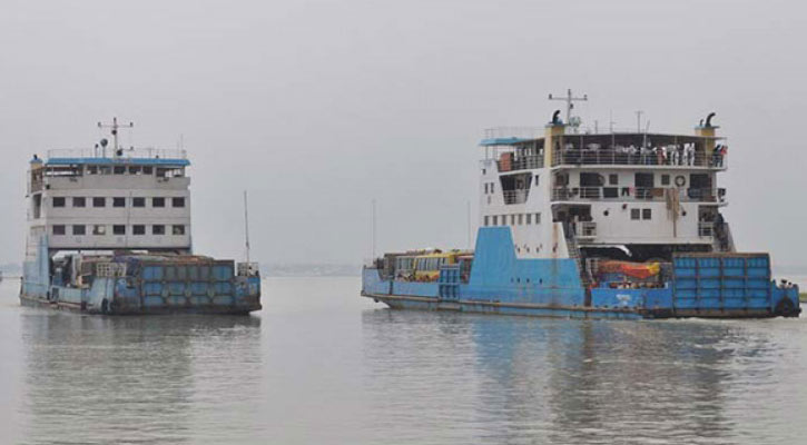Strong current disrupts ferry services on Padma