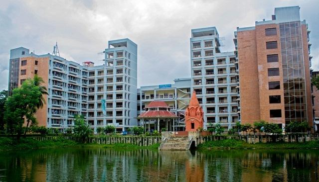 Two workers die failing off building at Dhaka University