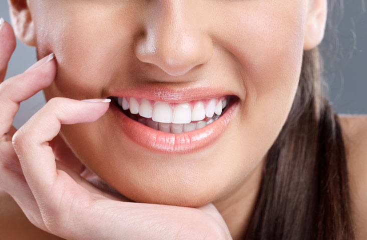 Here's a safe and effective way to whiten teeth
