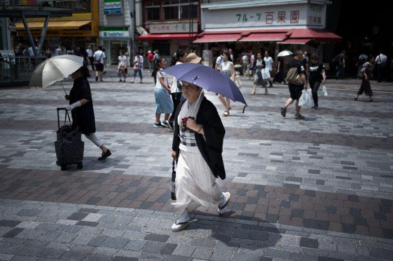 Record heat broils Japan, prompting warnings