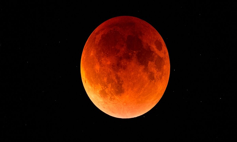 Total lunar eclipse occurs today