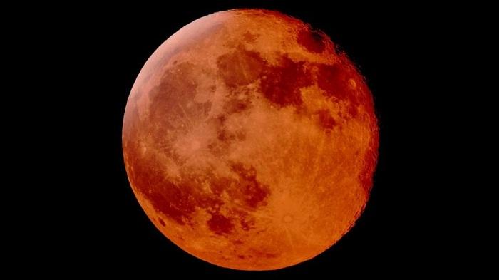 World watches century's longest 'blood moon'