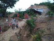 Over 50 families evacuated fearing landslides in Cox's Bazar