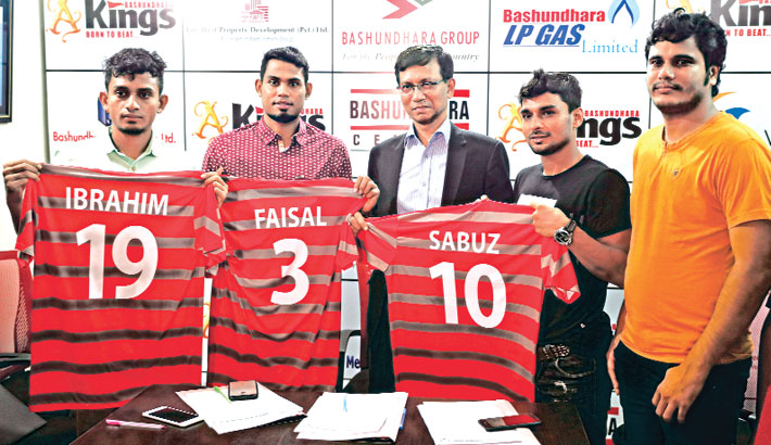 Bashundhara Kings ropes in top booters