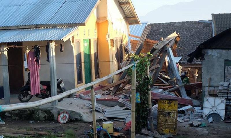 Indonesia earthquake: 15 dead on tourist island of Lombok