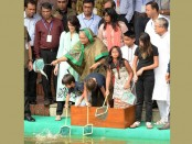 Prime Minister  releases fish fries into Ganabhaban lake