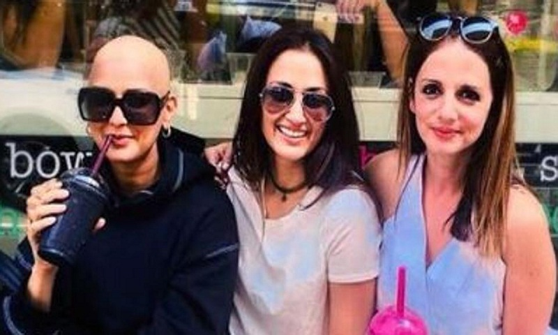 Sonali Bendre shares new bald photo clicked by Hrithik Roshan, says she's 'really happy in this moment'