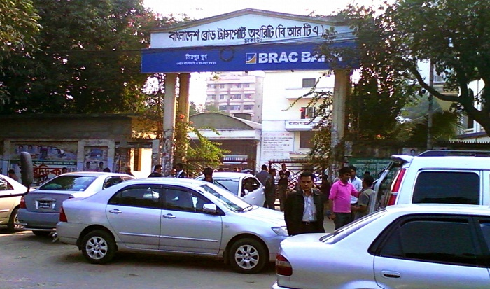 Mad rush to BRTA for driving licence, fitness papers