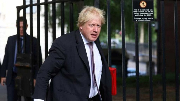 Former UK minister Johnson 'won't apologise' for burka comments