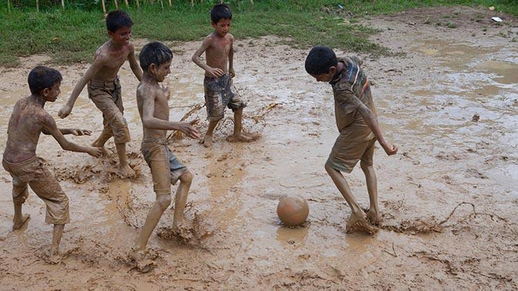 Children should not be heading footballs: Specialist