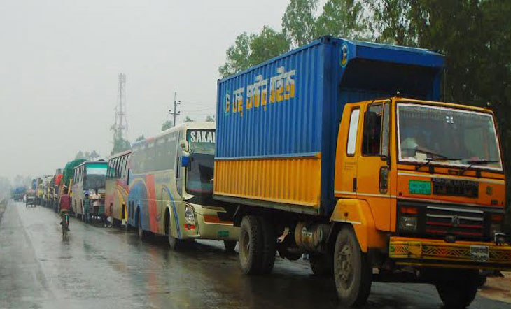 Passengers suffer as tailback on Dhaka-Chattogram highway continues